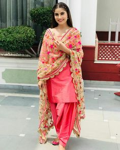 Be happy with nothing. And you will be happy with everything🌟 Patiala Suit Designs, Kurta Designs Women, Kurti Designs Party Wear, Patiala Dress, Punjabi Salwar Suits, Salwar Kameez, Churidar, Pakistani Dresses, Salwar Suits Party Wear