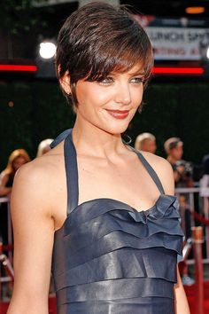 Katie Holmes Beautiful Celebrity with Pixie Haircut. See all Beautiful Celebrity with Pixie Haircut from Cute Easy Hairstyles - Best Haircut Style and Color Ideas. Pixie Cut With Bangs, Short Hair With Bangs, Short Hair Cuts, Short Hair Styles, Pixie Bangs, Hair Bangs, Long Bangs, Short Pixie Haircuts, Haircuts With Bangs
