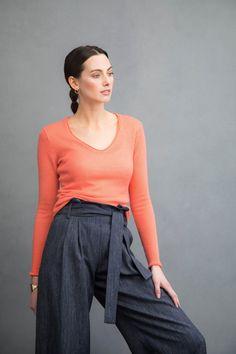 V neck gauzy cashmere sweater in apricot