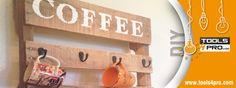 Crea tu propio soporte para tazas de café con un palet y una sierra circular