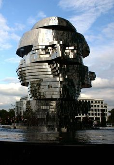 Metalmorphosis Mirrored Water Fountain by Czech Sculptor David Cerny | Incredible Pictures