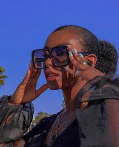 Pretty Black Girls, Beautiful Black Girl, Black Girl Makeup, Girls Makeup, Pretty People, Beautiful People, Beautiful Pictures, Sunglasses For Your Face Shape, Black Girl Aesthetic