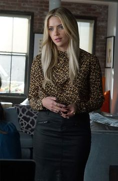 75 Best Pretty Little Liars Outfits Clothes from PLL Hanna Marin Outfits, Pll Outfits, Tv Show Outfits, Cute Outfits, Fashion Outfits, Hanna Pll, Pretty Little Liars 7, Pretty Little Liars Fashion, Fashion Vestidos