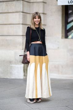 Oh yes please :). Awesome maxi skirt. Love the black, gold and cream colour combination.