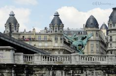 Along the Pont de Bir-Hakeim bridge you can find the statue known as La France Renaissante, or in English; France Reborn, which was created in 1930 and provides an incredible bronze statue to look at along the bridge.  More information and details at www.eutouring.com/images_paris.html