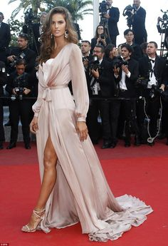 She's one of the world's leading supermodels and it wasn't hard to see why as Izabel Goulart commanded the red carpet at the star-studded screening of Julieta on Tuesday at the Cannes Film Festival Más Celebrity Red Carpet, Celebrity Dresses, Celebrity Style, Izabel Goulart, Evening Dresses, Prom Dresses, Formal Dresses, Long Dresses, Elite Model