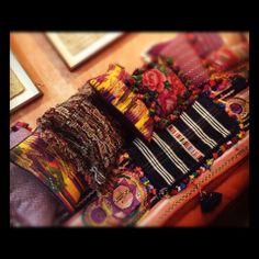 Colección de textiles guatemaltecos antiguos.
