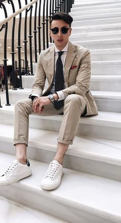 Beige suit with white sneakers for stylish men - Moda para Hombres - Suits And Sneakers, Sneakers Fashion, White Sneakers, White Shoes, Men's Sneakers, Sneakers Style, Mens Fashion Blog, Suit Fashion, Fashion Trends