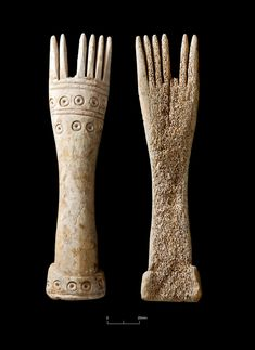 Middle Iron Age weaving comb, recovered from our excavations in #Mildenhall, #Suffolk. Most likely dates to the 3rd-1st centuries BC and is made from the long bone of a horse #Archaeology #IronAge #CotswoldArchaeology