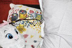 Le maxi coussin à pois dans une blouse DIY Drawstring Backpack, Backpacks, Blouse, Diy, Bags, Make Pillows, Handbags, Bricolage, Backpack