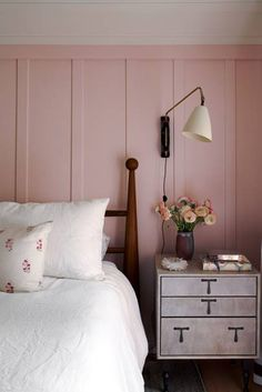 What if Wes Anderson bought a Swiss chalet in Southern California and Yves St. Designer Pamela Shamshiri took inspiration from films when dreaming up the interiors for this 1906 family retreat. Home Bedroom, Bedroom Decor, Interior Exterior, Interior Design, Murs Roses, Deco Studio, Bedroom Images, Big Girl Rooms, Dresser As Nightstand