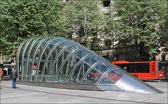 Une bouche de métro de Bilbao (Fosterito) by dalbera, via Flickr