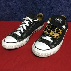 CONVERSE ALL STAR OX black w/ leopard . 39 8 Clean , stylish . Kitty Converse Shoes