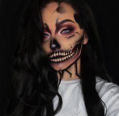 64 Sexy But Spooky Halloween Makeup Ideas To Try This October Disfarces Halloween, Amazing Halloween Makeup, Half Face Halloween Makeup, Halloween Skeleton Makeup, Halloween Customs, Halloween Makeup Clown, Crazy Makeup, Cute Makeup, Gorgeous Makeup