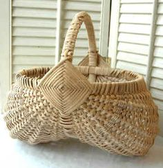Vintage buttocks basket- Beautiful Gods eye, with a woven handle.