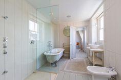 Oooo bathroom!