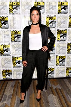 Marie Avgeropoulos - Comic-Con International in San Diego 07/21/2017 | Celebrity Uncensored! Read more: http://celxxx.com/2017/07/marie-avgeropoulos-comic-con-international-in-san-diego-07212017/
