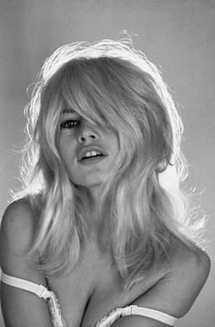 Comment savoir si le blond Bardot me va Bridgitte Bardot, Bardot Hair, Actrices Hollywood, French Actress, Womens Wigs, Classic Beauty, Synthetic Hair, Vintage Beauty, Belle Photo