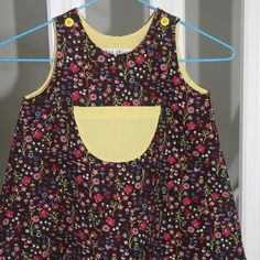 Petite robe chasuble en velour fleuri