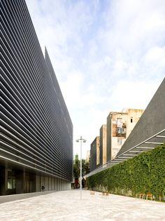 BCQ Arquitectura Barcelona & Pedro Pegenaute || Edificio de Oficinas de la Tesorería de la Seguridad Social en el Casco Antiguo de Barcelona (Barcelona, España) || 2006 - 2010