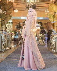 Model Dress brukat untuk lebaran 2020 – ND Dress Brokat Muslim, Muslim Gown, Dress Brokat Modern, Kebaya Modern Dress, Model Kebaya Brokat Modern, Hijab Prom Dress, Dress Brukat, The Dress, Bridesmaid Dress