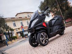 Is the Peugeot Metropolis RX-R 400i better than a bike?