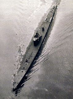 80-G-41789:   Life onboard USS Cuttlefish (SS 171), aerial view.       Photographed June 8, 1943.  U.S. Navy Photograph, now in the collections of the National Archives.  (2016/05/10). BFD