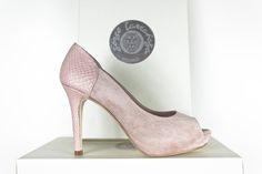 #Peeptoes #scarpe #schuhe #chaussures #sabates #oinetakoak #zapatos #suede #peeptoe #trasero y #taconazo en #piton #python #heels #rosa #pink #style www.jorgelarranaga.com