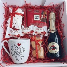 A Comprehensive List Of Beautiful Christmas Gift Baskets For Everyone On Your List Christmas Gift Baskets, Christmas Gift Box, Holiday Gifts, Christmas Crafts, Wine Gift Boxes, Wine Gifts, Gift Noel, Cute Valentines Day Gifts, Presents For Boyfriend