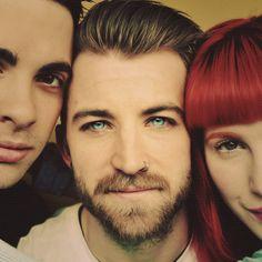 Paramore >.