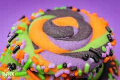 Swirly Halloween Cookies - by Make Bake Celebrate -- http://makebakecelebrate.com/swirly-halloween-cookies/