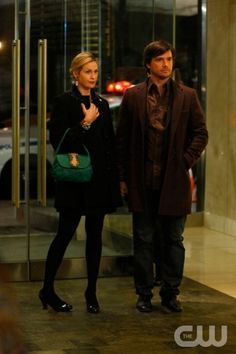 """Remains of the J""  Pictured: Kelly Rutherford as Lily and Matthew Settle as Rufus   Photo Credit: Giovanni Rufino / The CW  © 2009 The CW Network, LLC. All Rights Reserved."