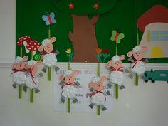 ΛΑΜΠΑΔΕΣ Kindergarten Projects, Sheep Crafts, 3d Paper Crafts, Class Decoration, Easter Ideas, Preschool Activities, Projects To Try, Farm Gate, Paper