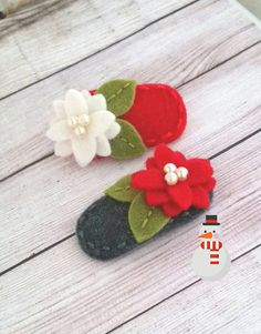 Items similar to Poinsettia Felt Flower Snap Hair Clip - Christmas ( Medium Size ) Red/White - Smoke Grey/ Red -Pick One on Etsy Felt Hair Clips, Baby Hair Clips, Flower Hair Clips, Hair Bows, Etsy Christmas, Christmas Sewing, Christmas Crafts, Felt Hair Accessories, Little Girl Gifts