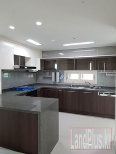 This is a four bedroom, 2 bathroom 49 Pyeong apartment which is roughly 128m2 or 1375 sq ft. with spacious living areas. Brown Stone is a newly built apartment complex with seventeen buildings and 944 apartments conveniently located only a fifteen-minute walk from the walk-thru gate of Camp Humphreys. The apartments are spacious and many are equipped with modern furnishings and appliances. The complex has underground parking and is nicely landscaped with a children's playground.…
