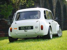 mini cooper, no bumper smoothed arches Mini Clubman, Mini Countryman, Classic Mini, Classic Cars, Fiat 500, Mini Morris, Automobile, Jaguar, Mini Copper