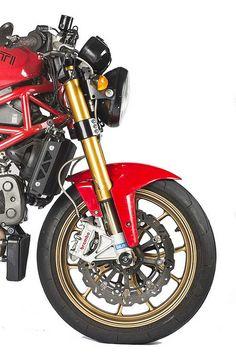 Radial brembos and 10 spoke marchesini's on a Monster. got the look for a fraction of the cost. Honda Cb750, Moto Ducati, Ducati Motorcycles, Ducati Scrambler, Custom Motorcycles, Kawasaki Vulcan, Ducati Monster, Bmw Isetta 300, Bobber