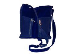 Huelen: Bandolera confeccionada en gamuza,en color azul Francia y gamuza celeste,manija regulable,forrada en tela groso.