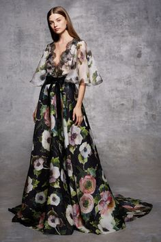 Get inspired and discover Marchesa trunkshow! Shop the latest Marchesa collection at Moda Operandi. Floral Fashion, Fashion Dresses, Couture Fashion, Runway Fashion, Fashion News, Marchesa Fashion, Moda Vintage, Elegant Woman, Beautiful Gowns