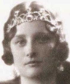 Tiara Mania: Emerald Necklace Tiara worn by Queen Astrid of Belgium