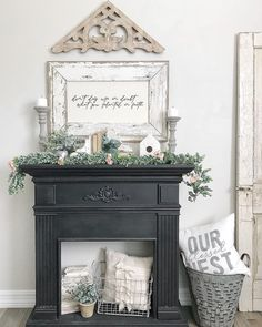 60 Photos of decoration with colonial style - Home Fashion Trend Faux Mantle, Faux Fireplace Mantels, Brick Fireplace Makeover, Fireplace Decorations, Mantle Ideas, Stone Fireplaces, George Nelson, Farmhouse Remodel, Farmhouse Decor