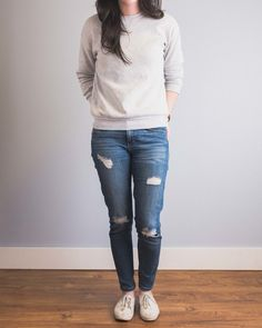 6 Ways To Wear A Crew Neck Sweatshirt — Cladwell Source by britney_waite neck sweatshirt outfit Fall Outfits, Cute Outfits, Fashion Outfits, Junior Outfits, Women's Fashion, Brandy Melville, Clothing Apps, Sweatshirt Dress, Get Dressed