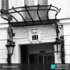 #Repost @joecoolpix  L'entrée de notre hôtel ☺  Thanks @joecoolpix  #HotelMareuil #Mareuil #HotelLeMareuil #Paris #Architecture #France #Hotel