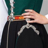 Veske Scandinavian Embroidery, Crochet Necklace, Diamond, Bracelets, Jewelry, Fashion, Model, Crochet Collar, Bangle Bracelets