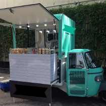 Motocarro Foodtruck Chimney Cake, Food Truck Design, Food Trailer, Mini Foods, Candy Shop, Street Food, Restaurant, Kiosk, Bartender