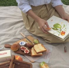 I dream of a Sunday picnic without any contact to the world. Summer Aesthetic, Aesthetic Food, Beige Aesthetic, Aesthetic Indie, Picnic Date, All I Ever Wanted, Art Hoe, Belle Photo, Aesthetic Pictures