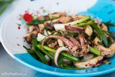 วิธีทำ ปลาหมึกผัดกะปิพริกไทยดำ