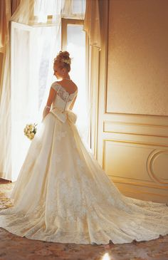 Ivory Wedding Gown Look, Vane, but with longer sleeves. Pretty Wedding Dresses, Beautiful Wedding Gowns, Perfect Wedding Dress, Beautiful Bride, Bridal Dresses, Beautiful Dresses, Style Feminin, Wedding Attire, Bridal Portraits
