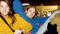 A very young Chad Channing and Kurt Cobain ( he looks sooo adorable!!!)