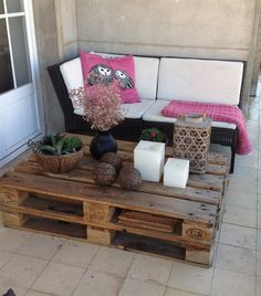 Outdoor lounge | Upcycled crate coffee table | Ana Mónica's apartment in Lisbon | live from IKEA FAMILY